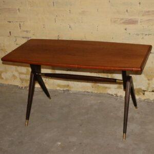 Teak sofabord med sorte ben 100x49x54 cm