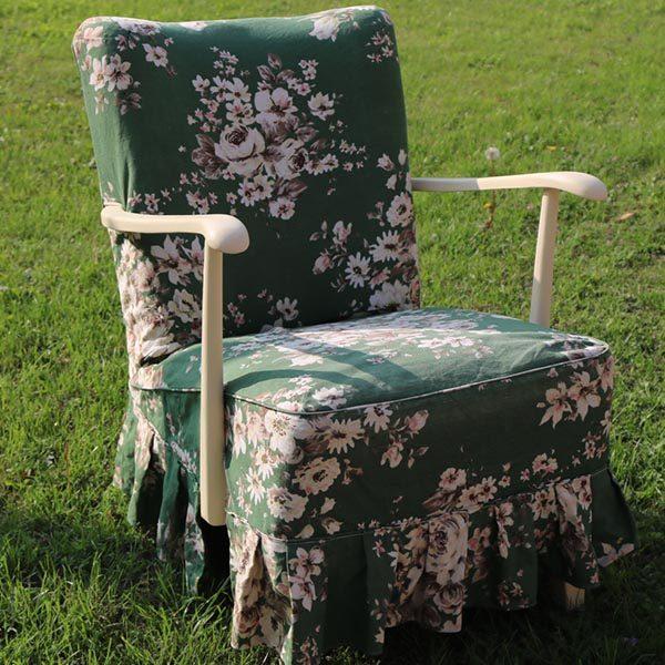 Grøn romantisk lænestol med blomster i cremefarvet B63xH75xSiddehøjde43cm