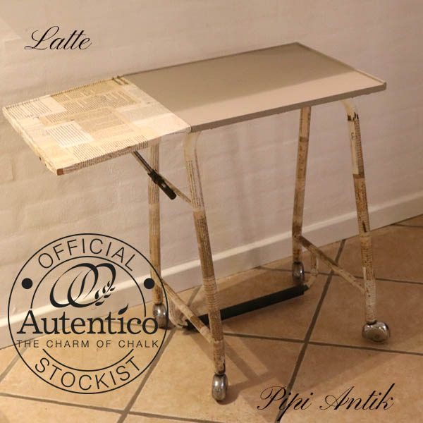 Skrivemaskinebord med klap 74x38x65 cm avisdecoupage Latte kalkmaling Autentico