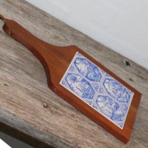 Teak skærebræt med blå kakler 32x19cm