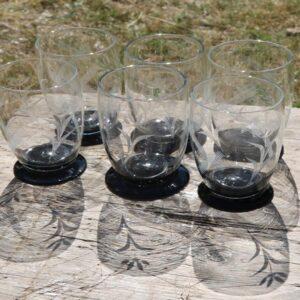 Glas med bort bund og graveringer Ø6,5x11 cm