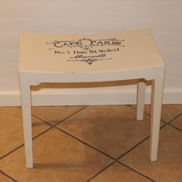 Hvid skammel med Cafe Pris skilt 50x30x43 cm