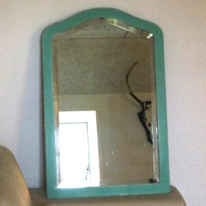 Facetslebet mintgrøn spejl med hvide slibekanter 50x707x2,5 cm
