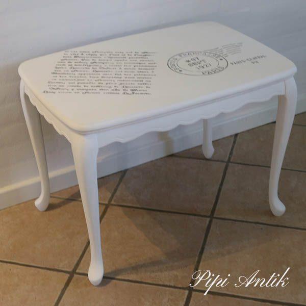 Hvidmalet sofabord med franske skrifter 69x47x51 cm