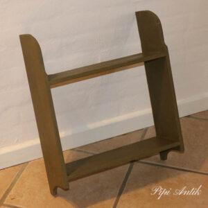 Olivenfarvet hylde 42x50x14,5 cm