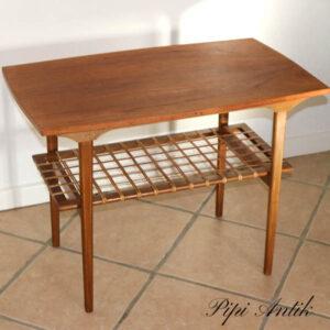 Teak sofabord med underhylde med flet 75x43x55 cm