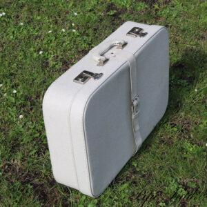 Hvid retro kuffert 60x40x16 cm