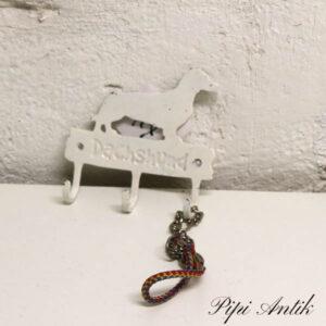 Gravhund seleknage i metal og halsbånd 11,5x11 cm