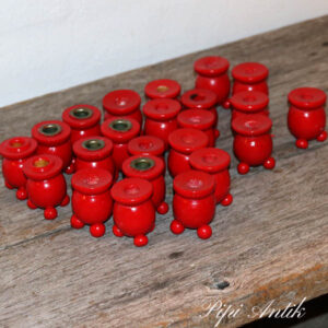 Røde små lysestager i træ svenske Ø3x5 cm assorterede