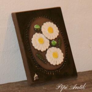 42 JIE Svensk keramikbillede hvide blomster B12xH16 cm