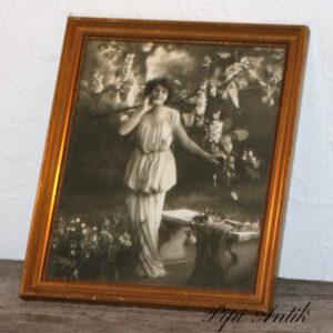 53 Romantisk billede af pige sort hvid revnet glas 23,5x28 cm