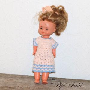 Dukkelise i hæklet kjole H32 cm