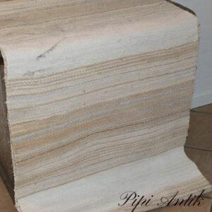 31 Kluddetæppe svensk beige råhvid med mærke bagpå B72xL256 cm