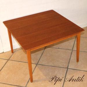 Kvadratisk sofabord med egetræsben L62xB62xH41 cm