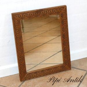 Lille spejl i egetræ udskåret fra tidligere end 1920´erne