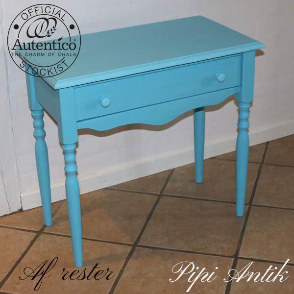 Tyrkisfarvet lille skrivebord eller kommode nyere L59xB38xH64 cm