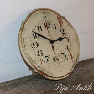 Gammelt træ ur med moderne batteri bagved B32xH30xD12 cm