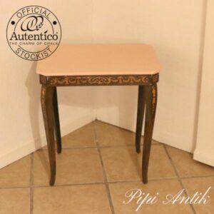 Spillemusik bord med små rum lyserødt topplade L51,5xB38xH56 cm