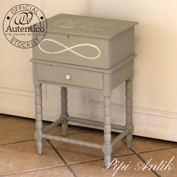 Sykasse mini med små rum og skuffe i Soft Grey Autentico kalkmaling L40,5x29,5xH61 cm