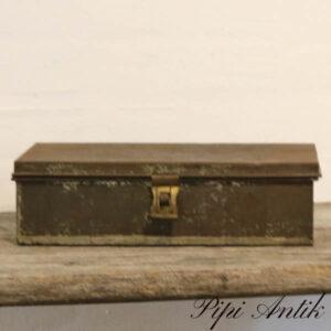 Falk metal kasse patineret med al indhold LL31xB17xH8 cm