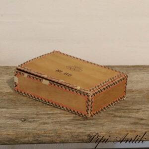 Falkekasse i trææske med indhold L22,5x16xH6 cm mest skalper