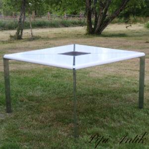 Spisebord 1980´erne hvidt metalstel let med aftagbar blomsterbakke i midten L119x119xH74 cm kar 2929x6 cm