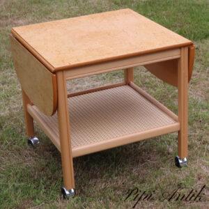 Rullebord i bjørk med 2 klapper Carlsson og C Bengtfors møbelfabrik B56xD56xH56 plus 2 klapper på hver 22 cm