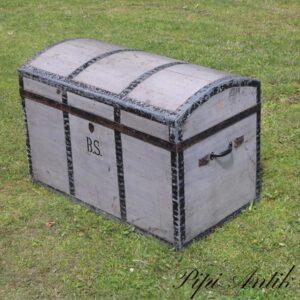 Trækiste med metalkant og blå og hvidstribet inde med ekstra toprum L86,5xB50xH59 cm