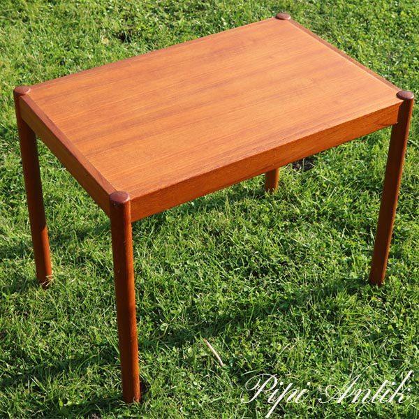 03 Teak lille sofabord eller sidebord med runde ben L57xD37xH45 cm