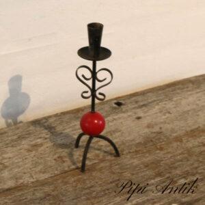 Smedejerns retro lysestage med rød kugle Ø7,5xH23 cm
