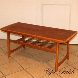 Teak retro sofabord med underhylde og lysere træsort kant L127,5xB53xH51 cm