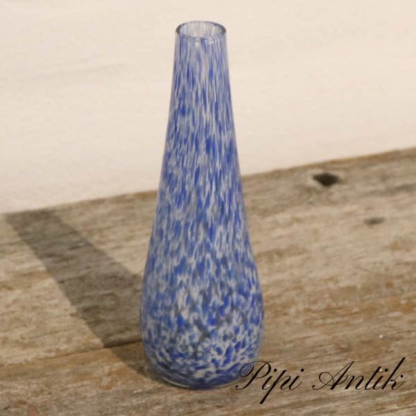 Retro glas vase mundpustet blå og hvidprikket Ø6xH18 cmRetro glas vase mundpustet blå og hvidprikket Ø6xH18 cm