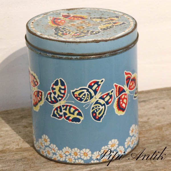 Lyseblå dåse med sommerfugle toppen mere patineret Ø18xH22 cm