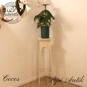 Piedstal i råhvid Cocos Autentico kalkmaling L28x28xH100 cm