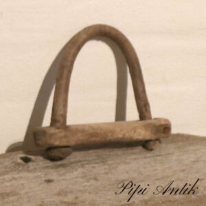 32 Træ kalv halsbånd B7xH9 cm