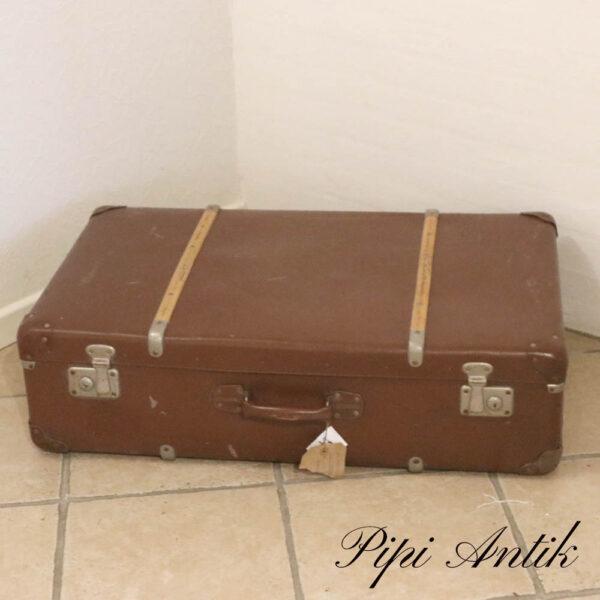 61 Brun retro papkuffert med træbeskyttere L84xB51xD24 cm