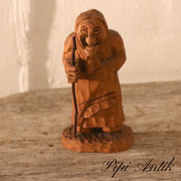 Træfigur gammel kone H18 cm