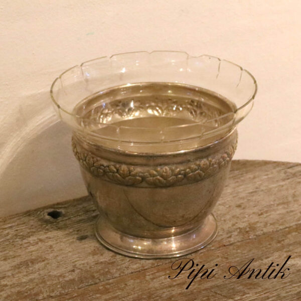 Sølvplet skål med glasindsats en skår på kanten Ø20xH16 cm