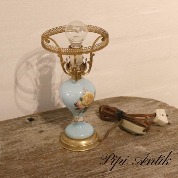 Bordlampe romantisk i lyseblåt porcelæn Ø8.5xH10 cm uden slærm