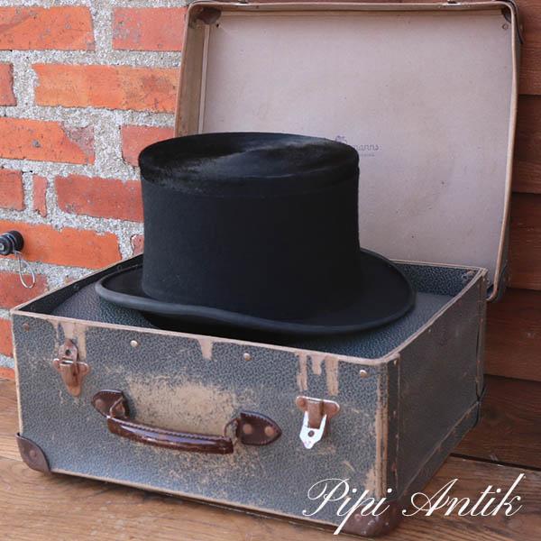 Høj sort hat i kuffert str. 58 føles som 59