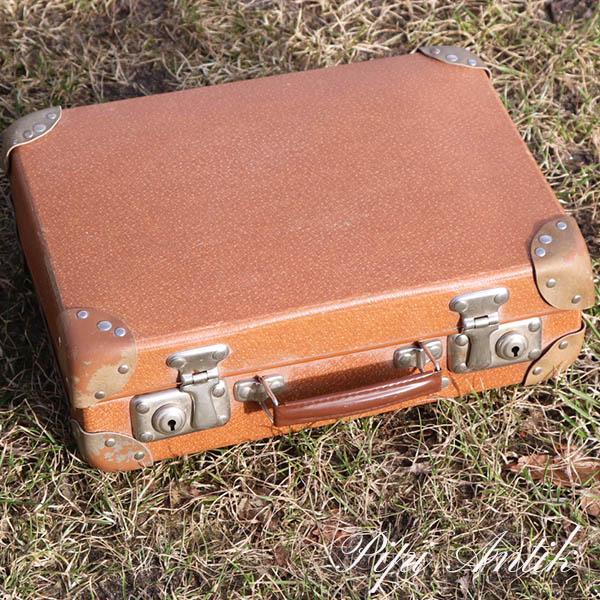 34 Cabin lysbillede fremviser kuffert med indhold L31xD10xH23 cm