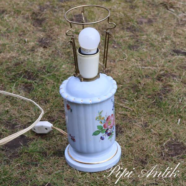 Lyseblå porcelæns bordlampe romantisk Ø12,5xH35 cm
