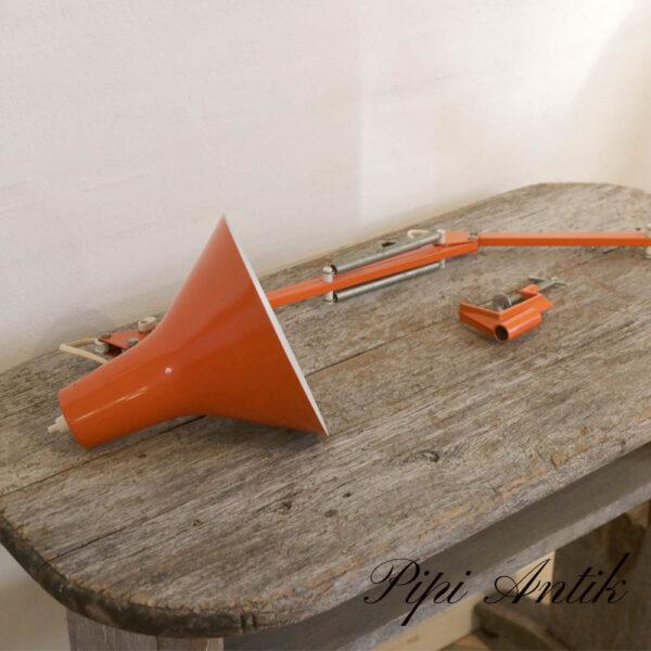 Orange arkitektlampe retro