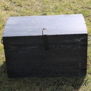 Lille kiste med god patina L64xD39xH39 cm