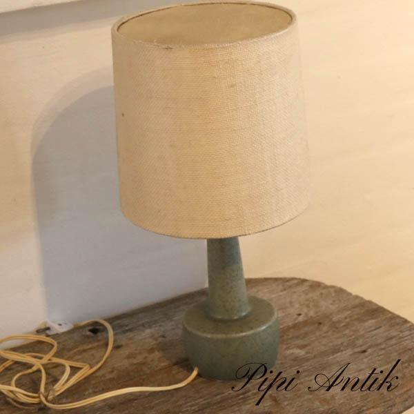 Retro grøn keramiklampe med patineret skærm Ø10xH41 cm
