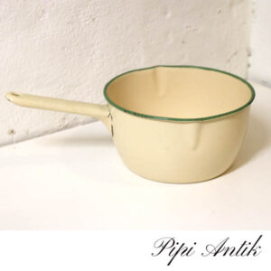 33 Madam Creme emalje kasserolle G&M 1,5 liter Ø23xH12 cm