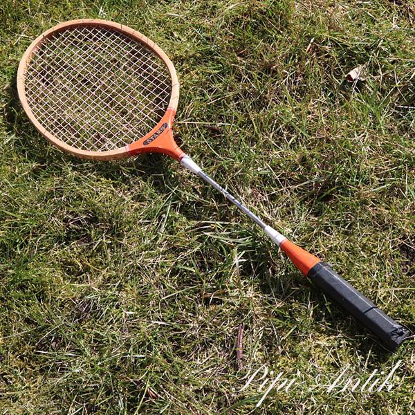 34 A Badminton ketcher Stam