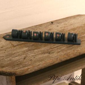 Retro almuemalet træ æggebægere til vægophæng B5xD6xH43 cm