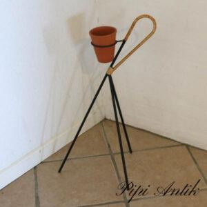 Retro sort metal planteholder med flet H66x ca Ø34 cm i bunden