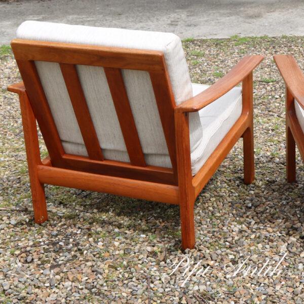 Fargas Patent lænestol i teak og råhvid sædet original